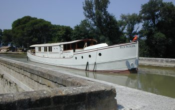 Riveryacht luxury barging